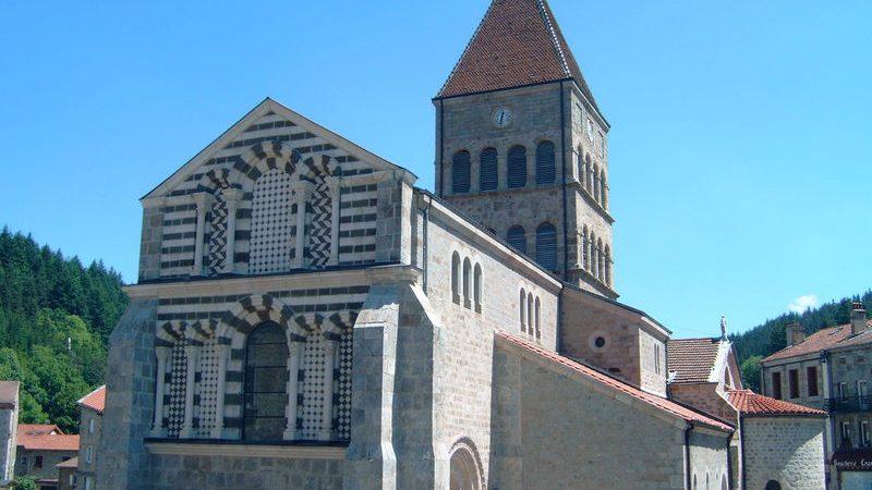 Eglise Romane St Jean Baptiste