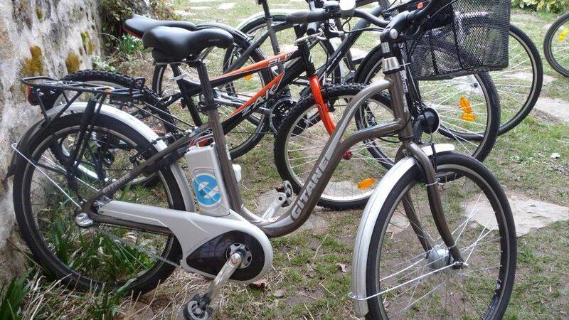 Location de vélos, cyclo-debout et VAE au  Neyrial